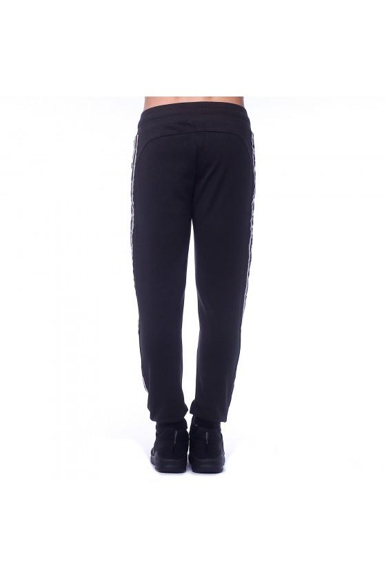 Спортивные штаны черные с эмблемой