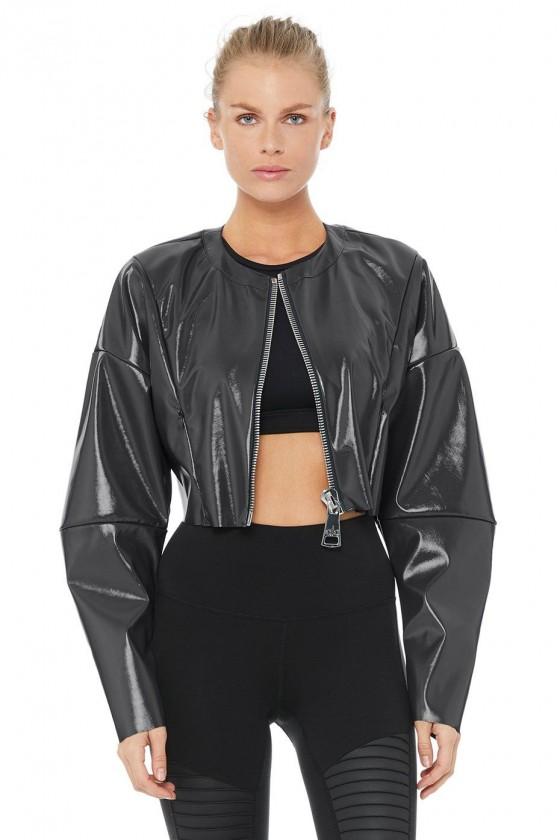 Женская лаковая курточка...