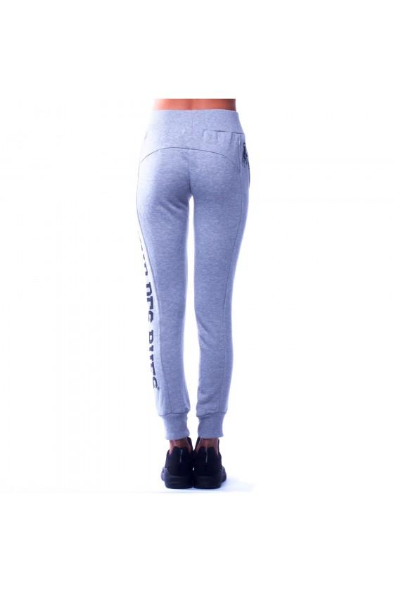 Женские спортивные штаны с логотипом сбоку на левой ноге серые